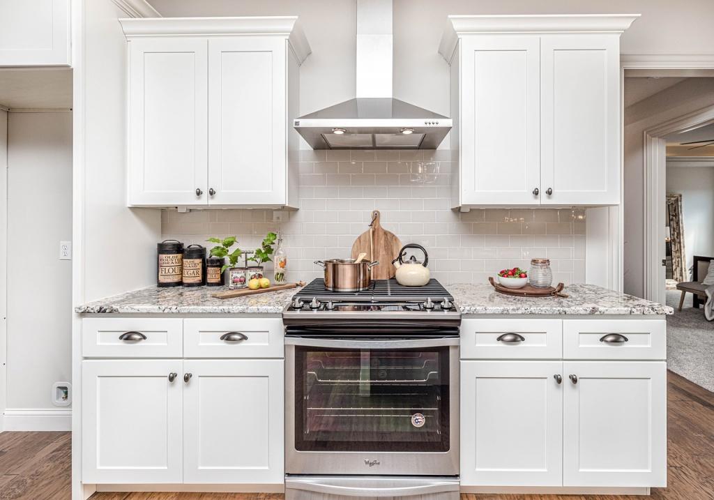 White Kitchen Cabinet   Nicholas Carpentry